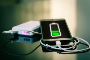Get a Power Bank with a 2A Output Charge for a Device that Supports Fast Charging