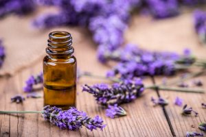 Sheen to your hair with botanical oils
