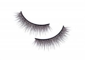 Open up Hooded Eyes with Long and Fluttery Lashes