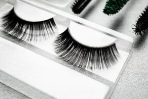 Accentuate Deep Set Eyes with Dramatic and Extra Long Lashes